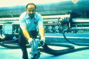 Operação de descarregamento de produto no tanque (Fonte: USEPA)