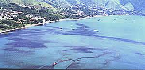 Mancha de óleo em Ilhabela SP