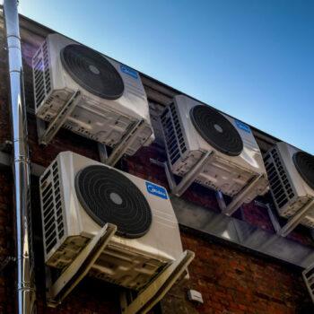 Sem ar condicionado eficiente, vamos nos cozinhar, alerta relatório da ONU