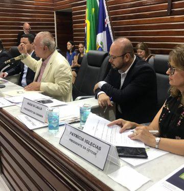 Patrícia Iglecias, em reunião da União de Vereadores de SP