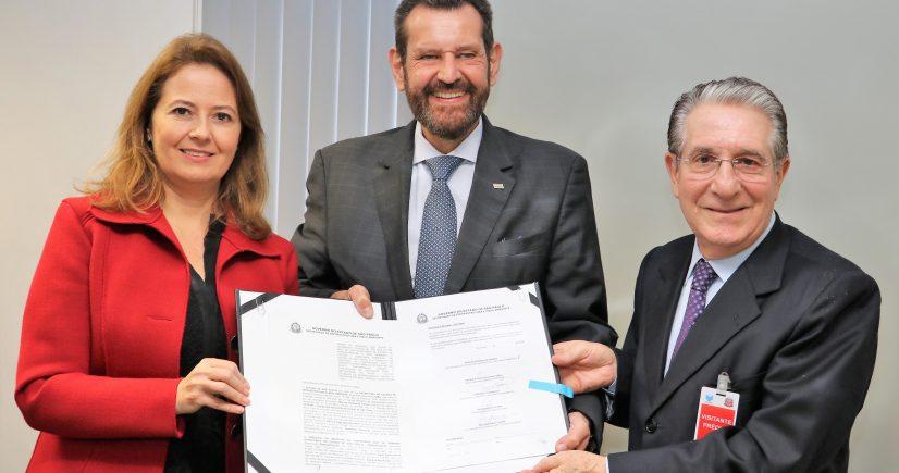 CETESB, SIMA e SindusconSP fazem convênio para apoiar implantação do SIGOR no Estado