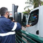 Motoristas de veículos movidos a diesel recebem orientações de técnicos da CETESB